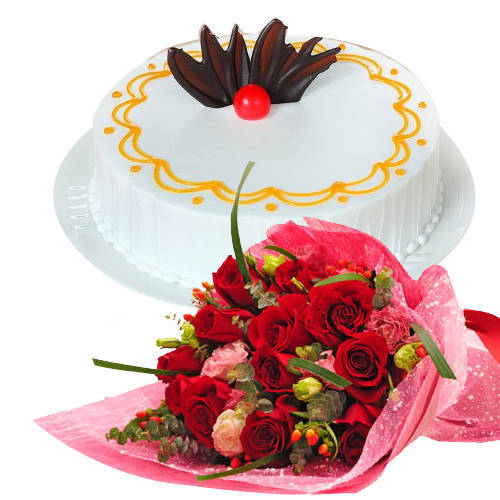 Stunning Red Roses Hand Bunch with Vanilla Cake