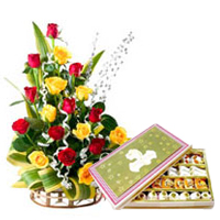 Premium Box of 500 Gr. Sweets and 20 Colorful Roses with Love