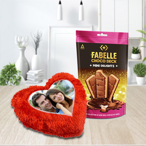Tasty ITC Fabelle Mini Delight Chocolate with a Personalized Cushion