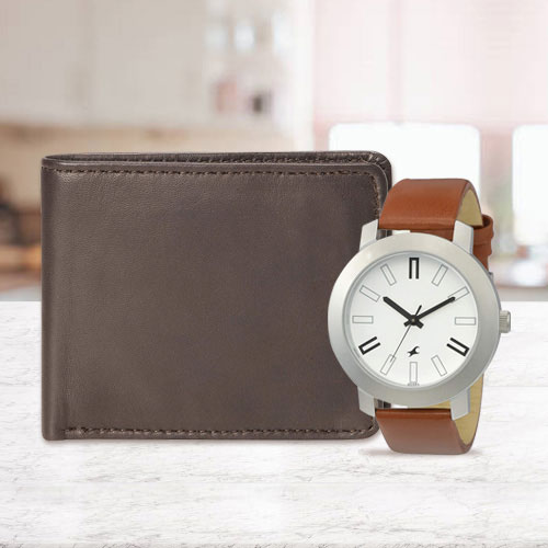 Arresting Fastrack Watch with a Leather Wallet for Men