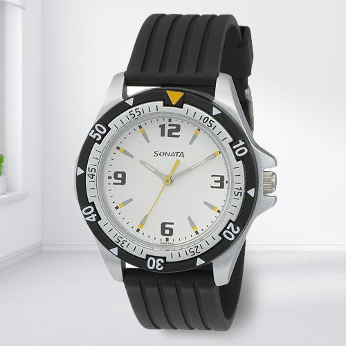 Stunning Sonata Super Fibre Analog Mens Watch